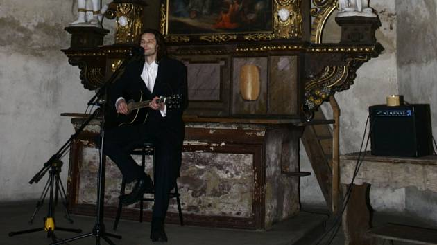 Charitativní koncert písničkáře Michala Slavíka (na obr.) měl úspěch.