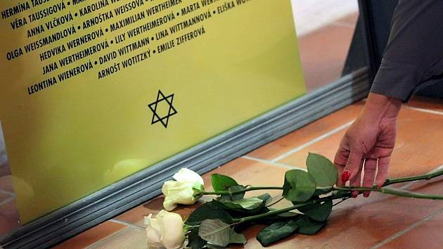 Vzpomínka na oběti holocaustu bude letos jen po sociálních sítích.