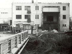 Torzo původního sálu koupila společnost KD Ostrov v roce 1992. Kino a divadlo, jak ho znají obyvatelé Havlíčkova Brodu v současnosti, bylo uvedeno do provozu v roce 1995.