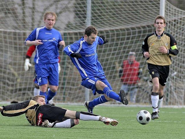 Vítězný návrat. Futsalista Roman Mareš (uprostřed) vyztužil po delší době ždíreckou zálohu a jeho přítomnost byla okamžitě znát. Dekora porazila ambiciózní Humpolec 1:0.
