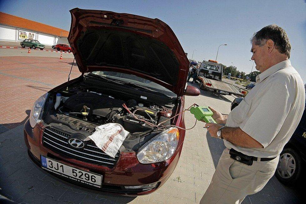 Policie uspořádala v září akci Vysočinou na silnicích bezpečně. Řidiči využili příležitost a nechali si bezplatně a bez hrozby sankcí zkontrolovat technický stav svých aut.