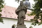 Socha svatého Jana po opravě.