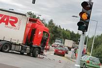 Krátce před spuštěním semaforů došlo na křižovatce k dopravní nehodě.