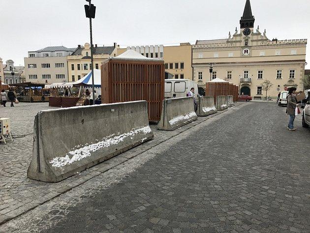 Bloky budou na náměstí do 27. 12.