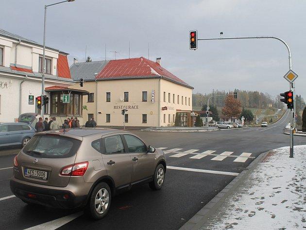 """Průjezd vozidel Ždírcem hlídají od čtvrtku """"chytré"""" semafory."""