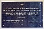 Ve Světlé nad Sázavou byla v pondělí na radnici za přítomnosti vrchního zemského rabína Karola Efraima Sidona slavnostně odhalena pamětní deska na památku světelských židovských obyvatel, kteří se stali obětí holocaustu.