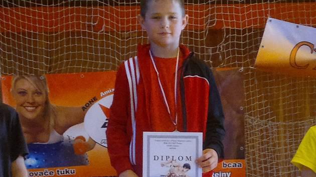 Stříbro přivezl ze slovenského Komárna havlíčkobrodský zápasník David Havlíček (na snímku), který soutěžil ve váhové kategorii do 32 kg.