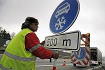 Dopravní značku na dálnici D1 umístí ministerstvo dopravy od 1. listopadu. Úsek bude letos delší než loni.