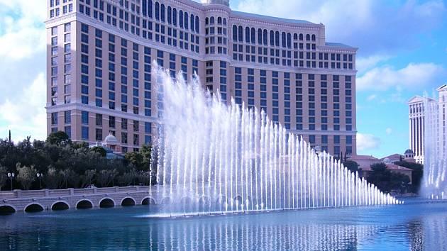 Největší město státu Nevada ve Spojených státech amerických. Město je známé především svým nočním životem, ale také velkou kriminalitou. Na fotografii je jeden z mnoha velkých hotelových komplexů, které jsou zároveň i obřími kasiny.