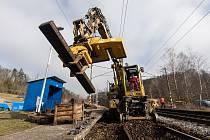 Rekonstrukce železničního mostu přes řeku Sázavu na trati Havlíčkův Brod - Pardubice - Rosice nad Labem.