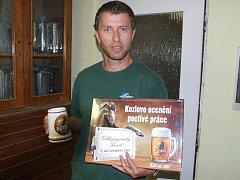 Šikovný kameník Libor Šimon vyhrál pivo na rok zdarma.