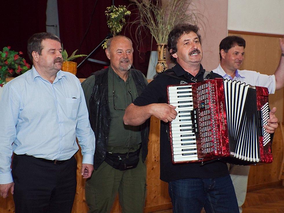 Porota (zleva): Zdeněk Tůma, Pavel Novák, Milan Svoboda, Zdeněk Chlád.