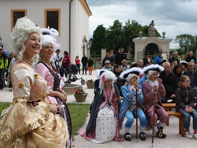 Den slavnosti baroka lidem představí svět opulentních barokních rób, šlechtických plesů i lidových karnevalů.