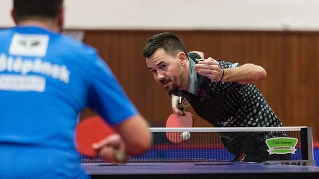 Stolní tenisté HB Ostrov (na snímku je Tomáš Tregler) mají na čele tabulky extraligy už sedmibodový náskok.