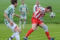 Bodovali. Fotbalisté Staré Říše (v červenobílých dresech) doma porazili Jaroměřice, hráči Náměště-Vícenic doma se Ždírcem remizovali díky gólu ze závěru utkání.