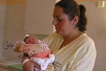 Prvorozená Karolína a matka Alena Dubnová.