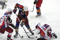 Mladší dorostenci HC Rebel Havlíčkův Brod (v bílém) odehráli na ledě pražské Sparty předposlední zápas letošní sezony. Vedoucímu týmu extraligové skupiny Střed podlehli 1:6.