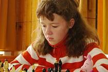 Šachistka Jiskry Havlíčkův Brod Simona Suchomelová vybojovala v minulém týdnu na mistrovství České republiky, které se konalo v Koutech nad Desnou, stříbrnou medaili v kategorii děvčat do 12 let.