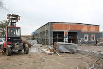Výstavba nového hasičského areálu v jihlavské Kosovské ulici je už pomalu u konce. Areál má být hotov v závěru listopadu a 2. prosince se má slavnostně otevřít. Nová jednotka záchranného útvaru se do něj nastěhuje ale až začátkem nového roku.