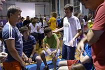 Účastníci kempu, pořádá ho sdružení Atleti v akci, prožijí v Brodě týden plný sportu a her.