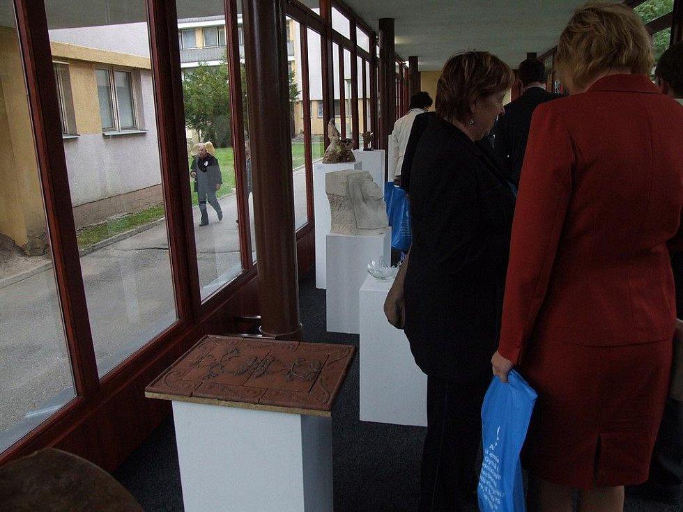 Mezinárodní výstava Sklo-kámen-keramika v Uměleckoprůmyslové akademii ve Světlé nad Sázavou.