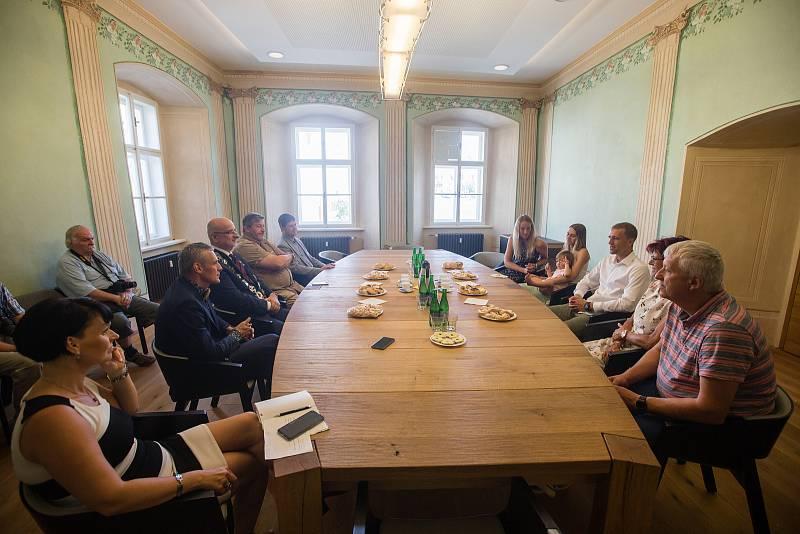 Slavnostní uvítání fotbalisty Tomáše Součka na Staré radnici v Havlíčkově Brodě.