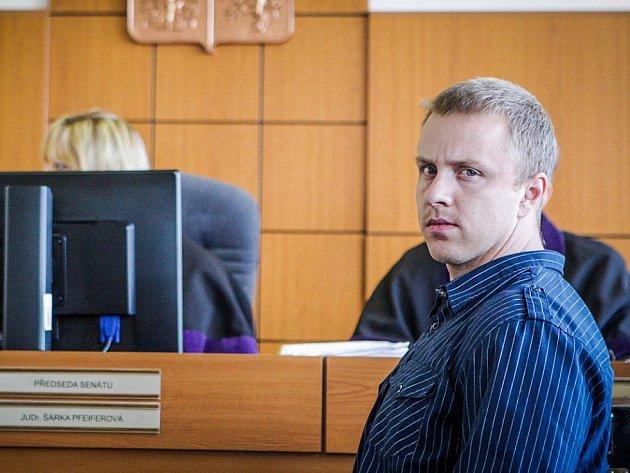 Hlavou organizované skupiny byl Tomáš Běloušek.