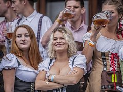 Krásné dívky a zlatavý mok – i to je důvod, proč navštívit pivní festival v Chotěboři.