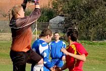 Vlastní gól si v přípravném zápase proti Mírovce vstřelili pohledští fotbalisté.