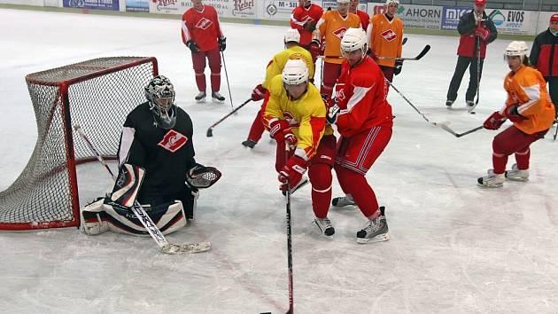 Hokejisté Spartaku Moskva na dvoutýdenním tréninkovém kempu v havlíčkobrodské Kotlině.