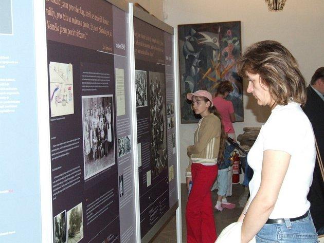 Začala unikátní výstava. V rámci Měsíce židovské kultury začala minulý týden v chotěbořském muzeum výstava složená z několika dílčích zajímavých expozic.