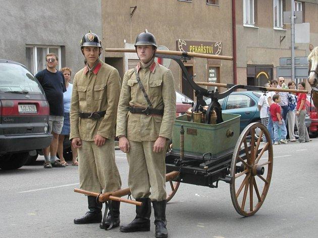 Se speciální technikou přijedou podnikoví hasiči, policie či vojáci.