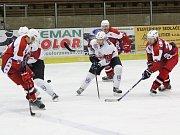 Havlíčkův Brod (v červeném) ztratil v Klatovech (na snímku) bod za vítězství po prodloužení.