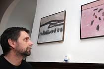 Výtvarník David Bartoň (na snímku) se narodil v Táboře, ale dlouou dobu žije a tvoří na Českomoravské vrchovině.