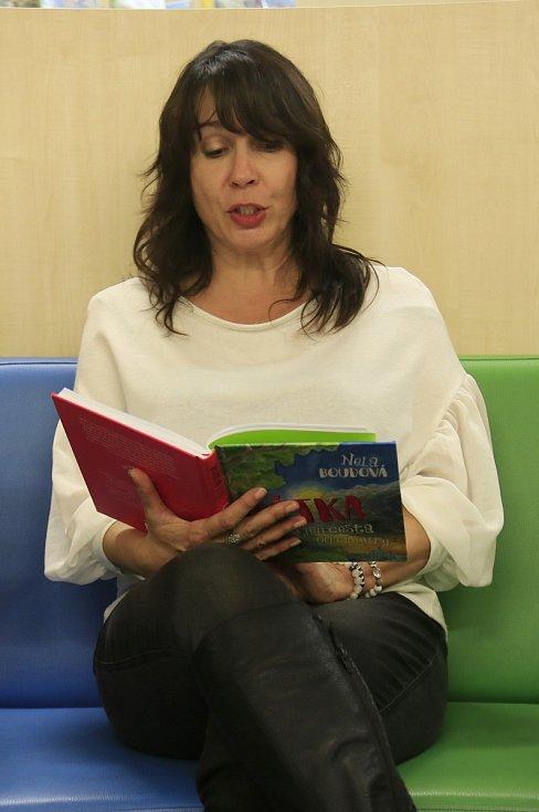 Čítárnička s Nelou Boudovou.