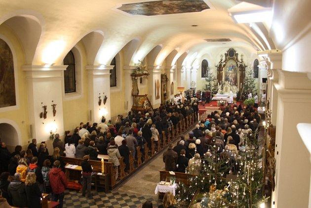 Stovky lidí se na Brodsku vydají na vánoční mše