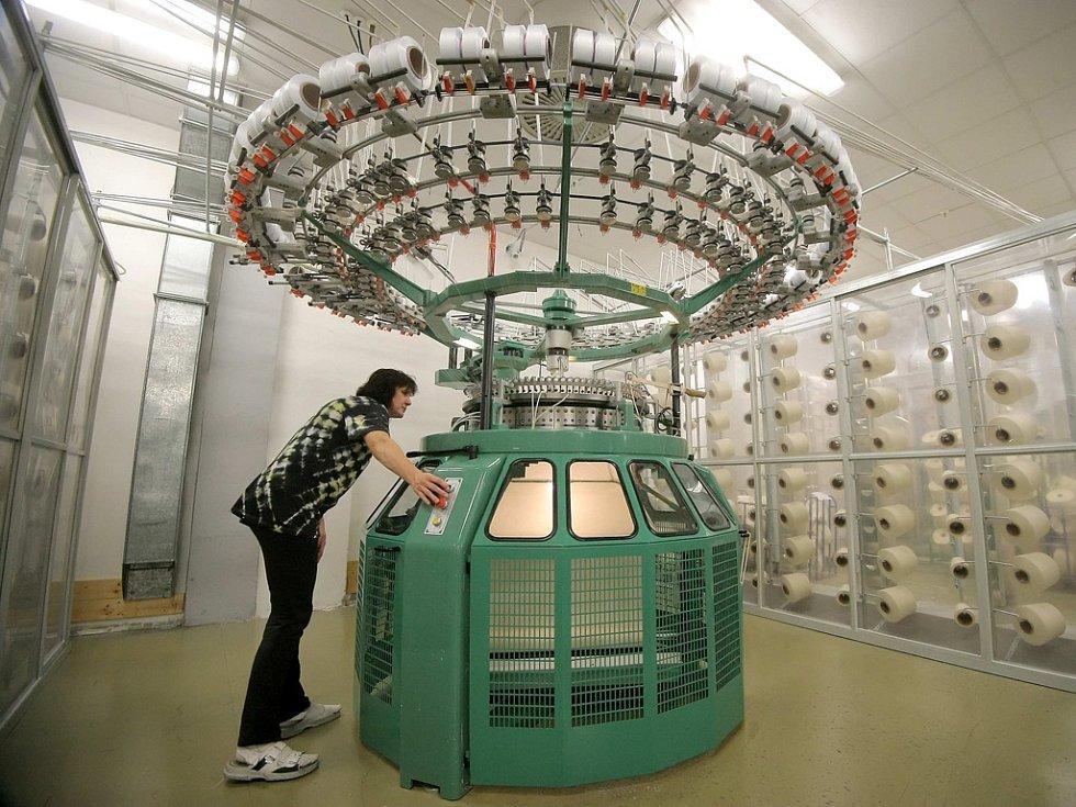 Milionová produkce. Ročně vyrobí Pleas Havlíčkův Brod téměř 13 milionů kusů prádla. Denně sjede z jeho pletacích strojů 32 kilometrů úpletu. Společnost dává práci 750 lidem. Firma je součástí německé skupiny Schiesser, patřící koncernu Delta Galil.