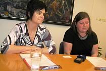 Hlavními organizátorkami netradičního sociálního projektu firmy jsou Hana Ondráčková (vlevo) a Miroslava Procházková.