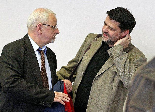 Jaroslava Kruntoráda, bývalého starostu Havlíčkova Brodu, a s ním i sedm dalších lidí ve středu Okresní soud v Pardubicích zprostil obžaloby.