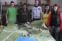 Skupina studentů stavební školy v Havlíčkově Brodě, která se podílela na realizaci celého projektu.