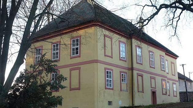 Obec Pohled vroce 2011 faru získala do majetku obce. Objekt bohužel nyní nemá potřebné využití.