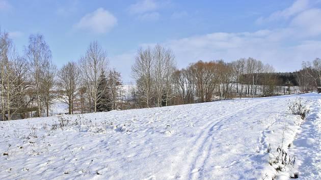 V lokalitě U Rybníka ve Šlapanově (na snímku) vzniknou tři nové parcely.