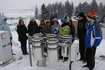 Taje meteorologie. S těmi seznámili světelské studenty pracovníci košetické meteorologické stanice.