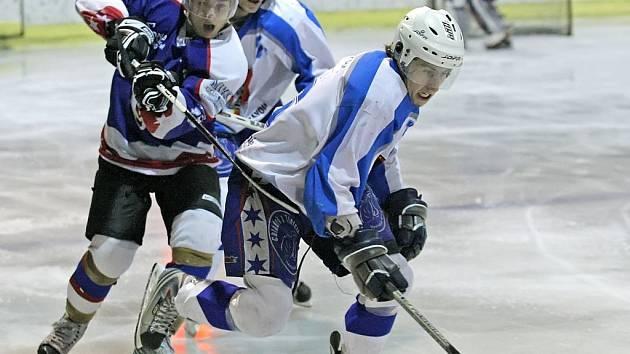 Třetí okresní hokejové derby mezi Světlou a Chotěboří bylo nejvyrovnanější, domácí skláři ho vyhráli o jedinou branku 3:2.