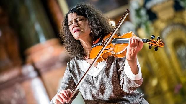 Iva Bittová vystoupí na benefičním koncertu pro Nadační fond Ozvěna, který proběhne 23. září v kostele Mistra Jana Husa v České Lípě.