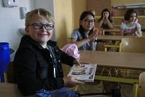 Předávání finančního daru pro kočičí útulek Mikeš HB a Dětský domov Nová Ves u Chotěboře