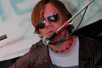 Album Napořád je v celkové diskografii sedmým Hrůzovým počinem, ovšem druhým s kapelou Kapela Hrůza.