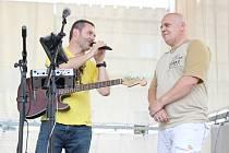 Aleš Velich (na snímku vpravo) nevynechá jedinou příležitost, aby veřejnosti předal informace o činnosti Fokusu Vysočina.