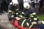Slavnostní dopoledne v Dobré zpestřila divákům ukázka záchrany řidiče z havarovaného vozu za pomoci moderní techniky v podání SDH Přibyslav.