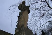 RUDOARMĚJEC. Socha ruského vojáka je v Přibyslavi čas od času někomu trnem v oku a tak volá po jejím svržení, ale socha je dodnes kulturní památkou.